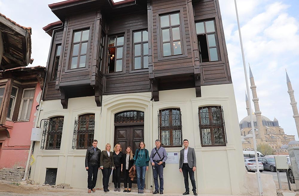 """CB005.1.21.099 - """"Yambol and Edirne - two cities on Tundzha"""" PP2 Edirne Municipality, visit to an old historic building in the center of Edirne, completely restored and designated as a Tourist Information Center"""